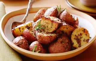 Garlicky roast potatoes