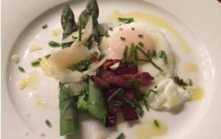 Asparagus with poached egg, smoked bacon and pecorino
